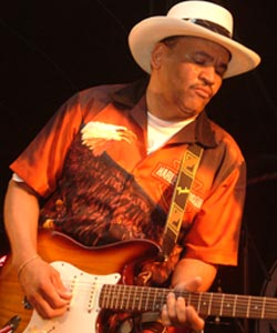 Sherman Robertson.  Photograph by Bob - www.bobtjeblues.com